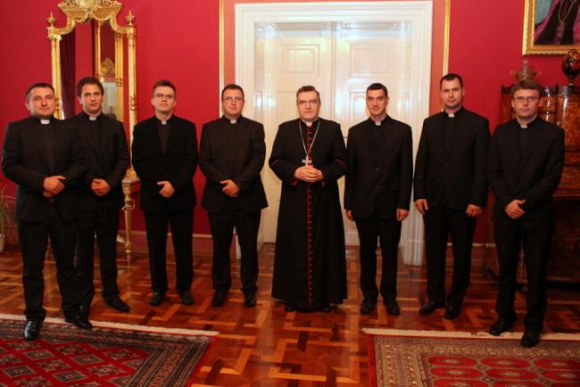 čestitke za mladomisnike U Kalju na Žumberku održana je 2. lipnja jednodnevna duhovna  čestitke za mladomisnike