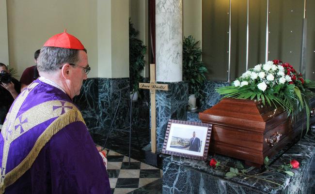 Kardinal Bozanic Predvodio Sprovodni Ispracaj Pokojnog Dr Jure
